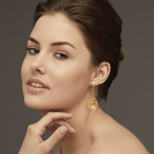 Diamond And White Pearl Earring In Yellow Gold (9.87 Gram)